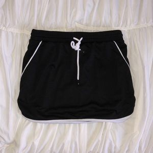 Black tennis skirt with pockets
